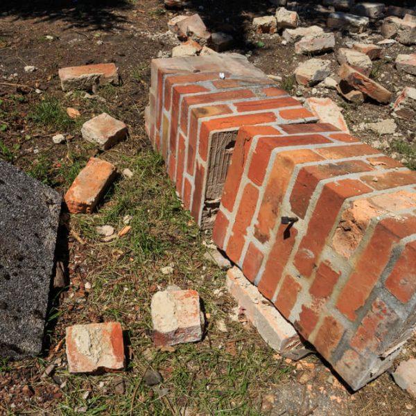Búranie komína Bratislava